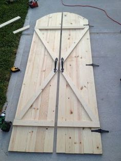 Cool tutorial on how to make rustic barn doors.  Neato.