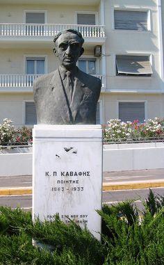 Ανέμπνευστα τα περισσότερα αφιερώματα στον Καβάφη. Προτομή που φέρνει περισσότερο στον Λογοθετίδη παρά στον ποιητή..