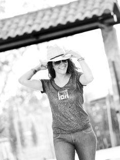 A Maui, Hawaii, USA based photographer specializing in documentary style family portraits Maui, Hawaii, Happy Family, Family Photographer, Family Portraits, Documentaries, Books, Style, Cordoba