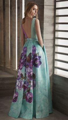 Originalidad en tu próximo evento. #ManuGarcia #Vestidodefiesta #LookDiez #VilleLumiere #HigarNovias #Fiesta2019 Simple Dresses, Pretty Dresses, Beautiful Dresses, Dresses With Sleeves, Boho Fashion, Fashion Dresses, Moda Floral, Affordable Prom Dresses, Vetement Fashion