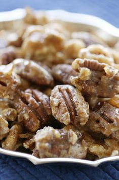 Sugar and Spice Pecans and Walnuts.the perfect cocktail nibble, salad topper and crunchy snack - sugar, Cajun seasoning, salt. 2 cups pecans or walnuts. Nut Recipes, Snack Recipes, Fall Recipes, Holiday Recipes, Just Desserts, Delicious Desserts, Chocolates, Spiced Pecans, Candied Pecans