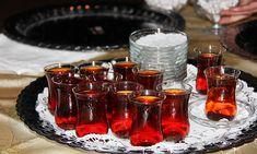 İyi Çay Nasıl Demlenir? - Pratik Bilgiler Alcoholic Drinks, Candle Holders, Candles, Glass, Food, Drinkware, Corning Glass, Essen, Liquor Drinks