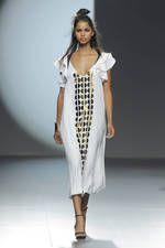 Juana Martin exhibe sus propuestas para primavera-verano 2016 sobre la pasarela de Mercedes-Benz Fashion Week Madrid - Ediciones Sibila (Prensapiel, PuntoModa y Textil y Moda)