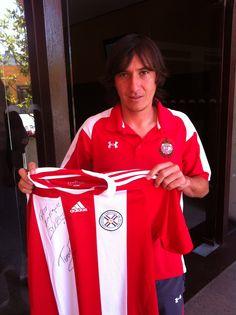 Aureliano Torres me firmó el jersey de la Selección Paraguaya de WC2010