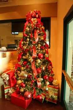 All sizes | Red and Gold Christmas Tree | Flickr - Photo Sharing!