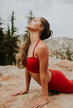 15 Free Online Workouts for your Summer Bikini Body - The Effortless Chic - A lifestyle blog bringing easy ideas for every day style to you, every day of the week! #fitnessblenderhiit,