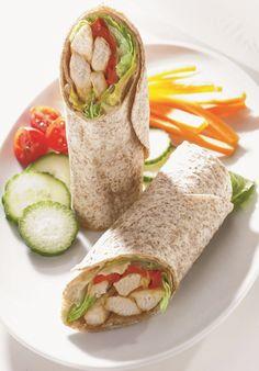 Recettes santé | Nutrisimple | Wraps au poulet Healthy Dessert Recipes, Diet Recipes, Cooking Recipes, Superfood, Food In French, Wrap Sandwiches, Fajitas, Family Meals, Food Videos