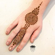 131 Simple Arabic Mehndi Designs That Will Blow Your Mind! Henna Hand Designs, Eid Mehndi Designs, Mehndi Designs Finger, Henna Tattoo Designs Simple, Latest Henna Designs, Simple Arabic Mehndi Designs, Mehndi Designs For Beginners, Mehndi Design Photos, Mehndi Designs For Fingers