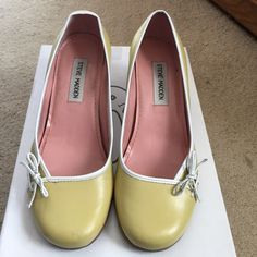 """Steve Madden pale yellow 2"""" pumps Steve Madden pale yellow 2in close toe pumps. Shows have an delicate bow in the front for a very feminine touch. Slight wear from being pre-owned but no major flaws. Shoes are a size 6.5. Ships in the original shoe box. Steve Madden Shoes Heels"""