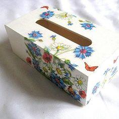 Cutie servetele flori maci, musetel, albastrele si fluturi pe fond alb Maci, Decoupage, Decorative Boxes, Container, Home Decor, Decoration Home, Room Decor, Canisters, Interior Decorating