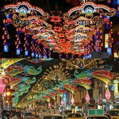 Deepavali celebration,  festival cahaya yang diadakan orang2 india tang berada dikawasan Little india #SGTravelBuddy http://etour-singapore.cpm/deepavali-in-singapore.html