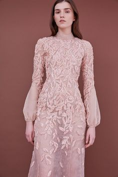 Mendel Pre-Fall 2018 Fashion Show Collection: See the complete J. Look 28 Dress Brokat, Kebaya Dress, Simple Dresses, Pretty Dresses, Beautiful Dresses, Lace Dresses, Mini Dresses, Hijab Fashion, Fashion Show