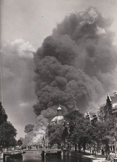 May 1940. Clouds of smoke over the IJ. British armed forces set petrol depots on fire to prevent them coming into Nazi hands. #amsterdam #1940