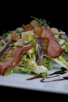 Caesar Salad: Romanasalat, Sardellen, Parmesan, Bacon Design Hotel, Berlin Hotel, Food Porn, Restaurant, Fine Dining, Parmesan, Hotels, Yummy Food, Chicken