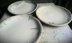 3 plates White and blue