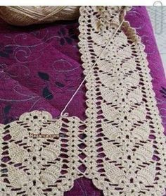 Crochet Scarf Pattern: I couldn't find the pattern for thi Crochet Leaf Patterns, Crochet Leaves, Crochet Motifs, Doily Patterns, Thread Crochet, Crochet Designs, Crochet Crafts, Crochet Doilies, Crochet Projects