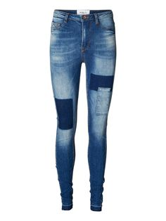 Cool skinny jeans from VERO MODA. We love the patch details on these jeans. Denim rocks!