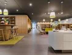 SPACES Coworking Offices - Shanghai Tower - 3