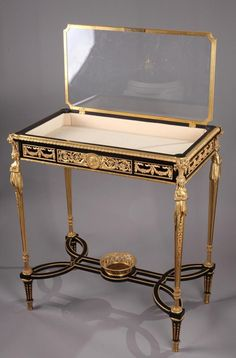 Table-vitrine De Style Louis XVI Dans Le Goût d'Adam Weisweiler - vitrines
