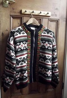 There are many different patterns and styles when it comes to Icelandic knitting. Norwegian Knitting, Nordic Style, Different Patterns, Sweater Fashion, Christmas Sweaters, Knitwear, Knitting Patterns, Sweaters For Women, Inspired