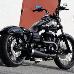 Harley Davidson News – Harley Davidson Bike Pics Harley Dyna, Harley Bobber, Harley Bikes, Harley Davidson Pictures, Motos Harley Davidson, Custom Bobber, Custom Harleys, Triumph Motorcycles, Custom Motorcycles