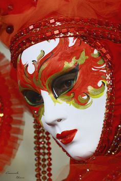 mask. Beautiful and spooky at the same time...Aaahh carnaval de Veneza....!!!