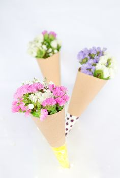 Passion Shake | Floral madness – 2 DIYs to pretty up your International Women's Day | passionshake.com Flowers, flower cones, flower wreath, flower crown, flower hairband, flower arrangement
