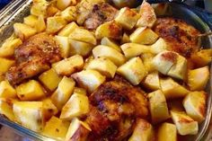 Cosce di pollo arrosto con patate aromatizzate al rosmarino