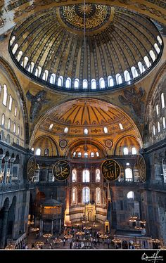 Hagia Sophia Church in Istanbul Sacred Architecture, Historical Architecture, Beautiful Architecture, Beautiful Landscapes, Aya Sophia, Hagia Sophia Istanbul, Sainte Sophie, Byzantine Art, Place Of Worship