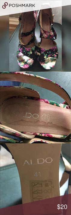 ALDO floral wedge heels. Women's 10 (E-22) ALDO floral wedge heels. Women's 10. Some staining on insole. No other flaws Aldo Shoes Wedges