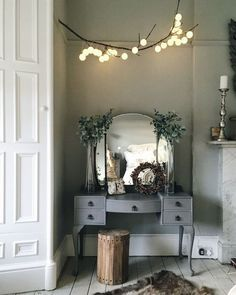 Make a stylish DIY hanging branch light using cotton ball or other string fairy lights with these simple instructions and tips. Home Bedroom, Bedroom Furniture, Furniture Design, Bedroom Decor, Mirror Bedroom, Furniture Plans, Antique Furniture, Country Furniture, Diy Furniture