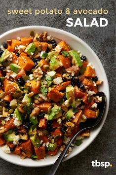 Wave goodbye to boring salads! We cut out all the nonsense and only included what you want from a salad: roasted pumpkin seeds, cilantro, dried blueberries, walnuts, ripe avocado and roasted sweet potatoes all drizzled in a maple vinaigrette. Sunday Recipes, Easy Dinner Recipes, Appetizer Recipes, Salad Recipes, Appetizer Ideas, Healthy Recipes, Healthy Foods, Free Recipes, Appetizers