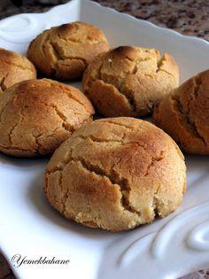 Tahinli tatları hep severim. Sizlerle daha önce tahin helvalı kek  ve hazır yufkadan yapılan ruloların tarifini paylaşmıştım. Bu kurab...