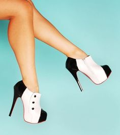 tuxedo shoes... Not sure what I'd ever wear these with but they are too cute