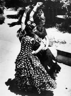 Flamenco dancers in Spain, 1934. that DRESS!