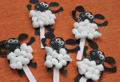 Craft idea- Have the kids glue cotton balls on to make their own sheep! for the Bible lessons on shepherd boys: Joseph or David Scripture Crafts, Bible School Crafts, Sunday School Crafts, Crafts For Boys, Arts And Crafts, 1st Grade Crafts, Timmy Time, Kindergarten Art Lessons, Eid Crafts
