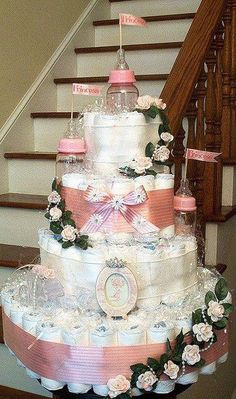 Guide and strategies for baby shower diaper cake ideas! A Baby Shower should be . - Wonderful Baby Shower Must Dos - Baby Tips Regalo Baby Shower, Baby Shower Crafts, Baby Shower Diapers, Baby Shower Fun, Baby Shower Gender Reveal, Girl Shower, Shower Gifts, Baby Showers, Diaper Castle