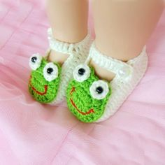 Lovely Frog Crochet Pattern White Hand Made Baby Shoes.