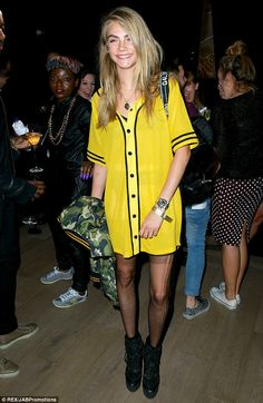 As a world-famous fashion model, clothes aren't in short supply for Cara Delevingne. Baseball Jersey Outfit, Cara Delevingne Style, Celebrity Look, Rihanna, Sport Outfits, Fashion Outfits, Style Fashion, Clothes For Women, Celebrities