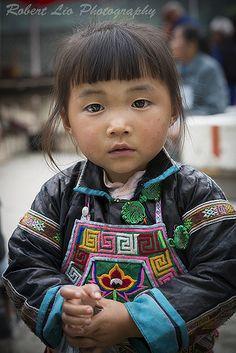 #Guizhou Little girl dressed in customary Miao clothing at Da Yu Market, Guizhou (China).