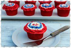Patriotic Cupcakes http://thebearfootbaker.com/2012/07/patriotic-cupcakes/#