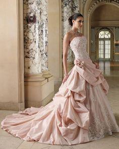 淡いピンクの #カラードレス colored wedding dresses