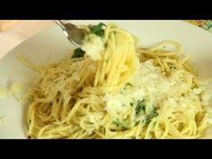 Garlic Spaghetti - Spaghetti Aglio e Olio Recipe - Pasta with Garlic and Olive Oil Garlic Spaghetti, Cheese Spaghetti, Spaghetti Recipes, Garlic Olive Oil Pasta, Garlic Pasta, Garlic Noodles, Pasta Soup, Pasta Dishes, Pasta Lasagna