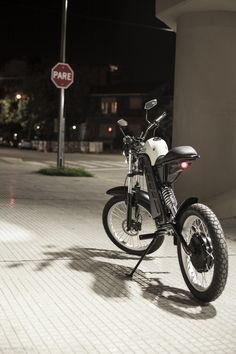 How to Build an Electric Motorcycle without being a Geek Electric Bicycle, Electric Cars, Electric Vehicle, Motorcycle Design, Bicycle Design, E Mobility, Motorised Bike, Moto Cafe, Scooter Bike