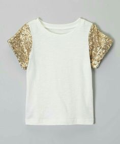 Loving this pink chicken Gold & Antique White Short-Sleeve Tee - Toddler & Girls on Sewing Clothes, Diy Clothes, Diy Fashion, Fashion Outfits, Fashion Design, T Shirt Diy, Cute Shirts, Dress Patterns, Casual Outfits