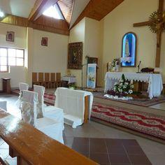 Przystrojony Ołtarz, Krzesła dla Państwa Młodych i Świadków