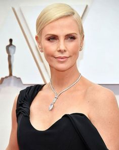 Charlize Theron - Annual Academy Awards in Hollywood - Black Women Short Hairstyles, Short Hairstyles Fine, Stacked Bob Hairstyles, Short Haircut Styles, Braids For Short Hair, Short Hair Cuts For Women, Girl Short Hair, Pictures Of Short Haircuts, Girls Short Haircuts