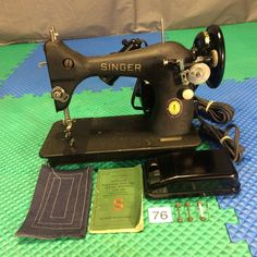 SERVICED 1950 SINGER 128-23 CENTENNIAL SEWING MACHINE CRINKLE PAINT BLACK SIDE