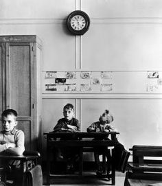 watching the clock, Robert Doisneau