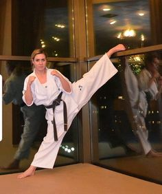 Some Tips, Tricks, And Methods For That Perfect martial arts techniques Female Martial Artists, Martial Arts Women, Martial Arts Techniques, Self Defense Techniques, Kyokushin Karate, Cardio Abs, Martial Arts Workout, Karate Girl, Knee Up